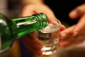 Văn hóa uống rượu của người Hàn Quốc mà bạn chưa biết