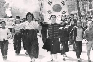 Kỷ niệm 61 năm cuộc cách mạng 19/4/1960: Phong trào dân chủ nở hoa