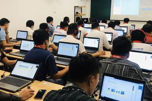Căng thẳng trước kỳ thi thử tiếng Hàn đặc biệt trên máy tính tại Korea Link