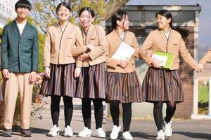 Học sinh Hàn Quốc bắt đầu mặc đồng phục hanbok đến trường