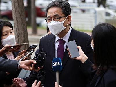 Nghị sĩ đảng đối lập xin ra khỏi đảng sau nghi ngờ...