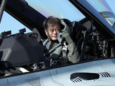 Tổng thống Hàn Quốc cưỡi tiêm kích tới triển lãm