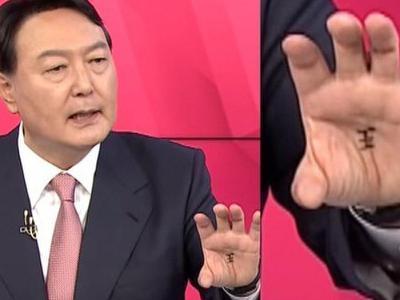 """Ứng viên Tổng thống Hàn Quốc gây bão vì """"chơi bùa""""..."""