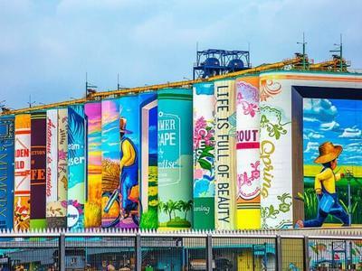 Bức tranh tường lớn nhất thế giới ở cảng Incheon,...