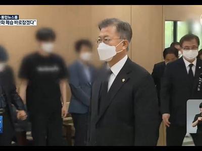 Tổng thống Moon Jae-in gửi lời xin lỗi về vụ quấy...