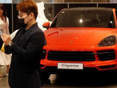 Giới trẻ nhà giàu Hàn Quốc đổ tiền vào đồ...